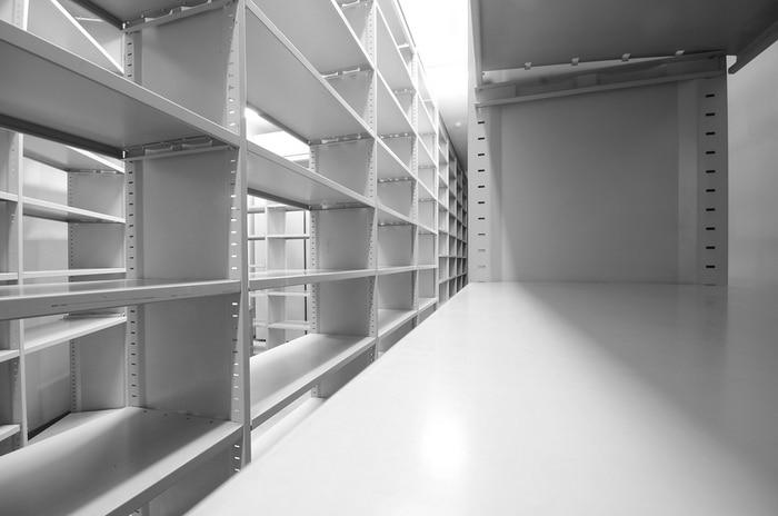 Hand crank rolling shelves