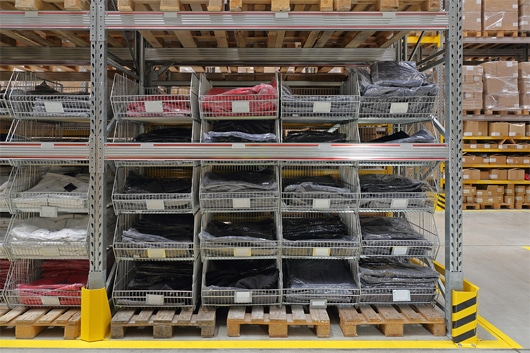 Top 7 Reasons to Use Wire Shelving in a Warehouse